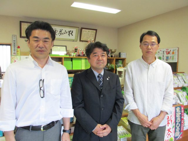 所沢市茶業協会の関隆治会長 丸政園・鈴木社長