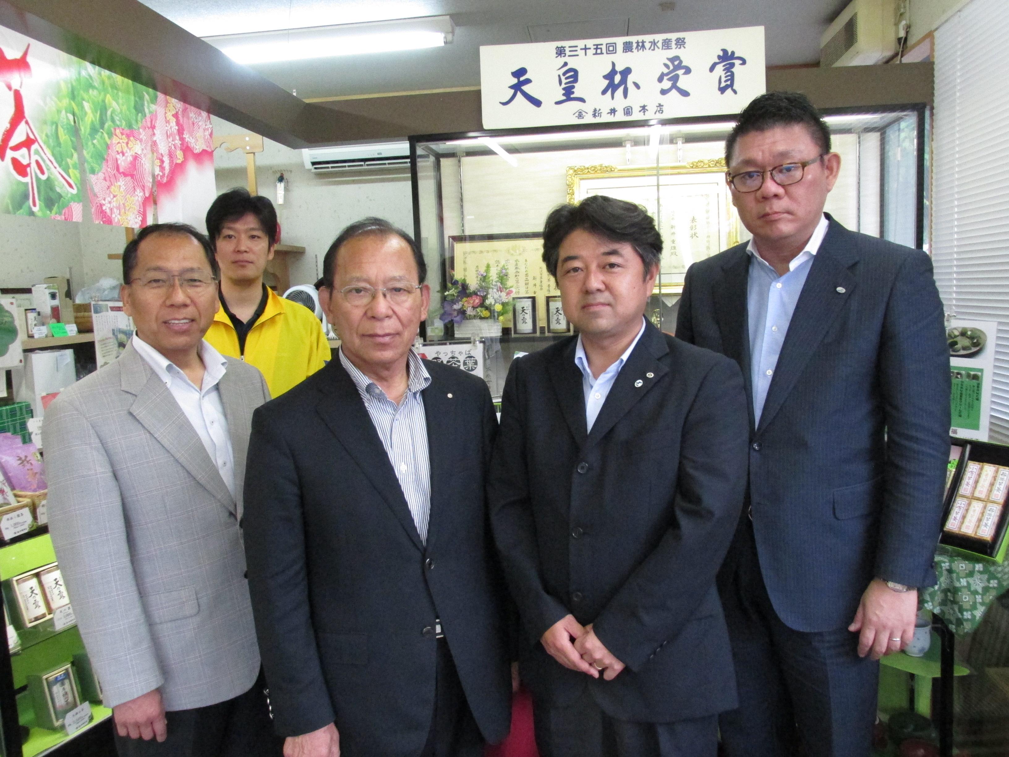 所沢市観光協会の会長 新井園本店